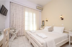 Double / Twin bed with partial sea view