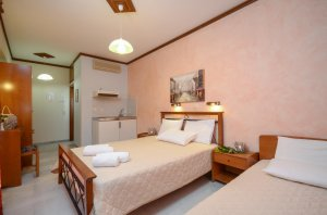 Triple bed studio